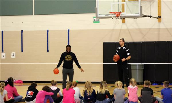 SunKings players work with Selah Intermediate students.