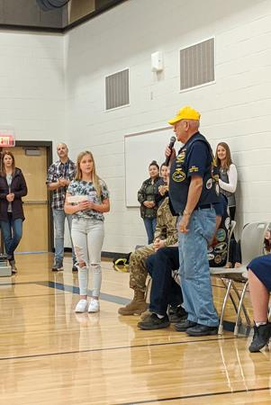 Selah students show their appreciation to Veterans.